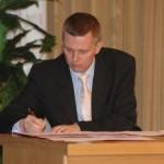 Tomasz Siemoniak - człowiek biurka